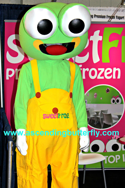 sweetFrog Premium Frozen Yogurt, International Franchise Expo 2015