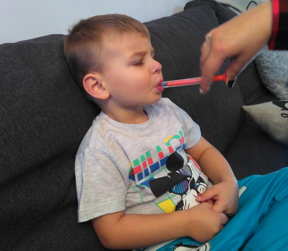 jak podać dziecku leki