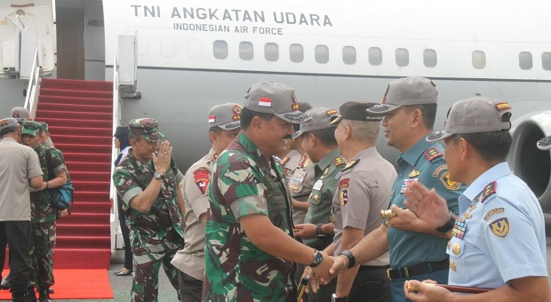 Panglima TNI Tiba di Lanud Husein Sastranegara Bandung