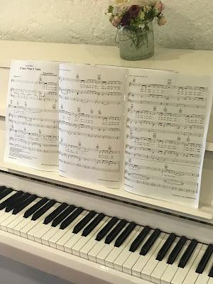 Noten, Musik, Klavier, exotisch heiraten, Malediven Karbiik-Hochzeit im Seehaus, Riessersee Hotel Garmisch-Partenkirchen Bayern, Hochzeitsplanerin Uschi Glas