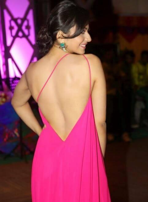 Hot Backless Rakul Preet Singh Images