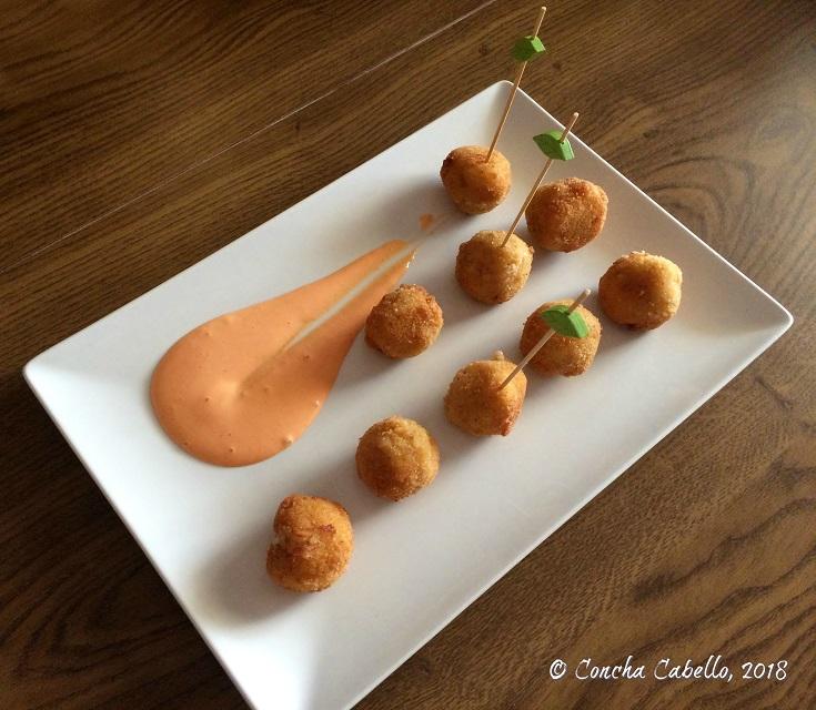croquetas-langostinos-plato
