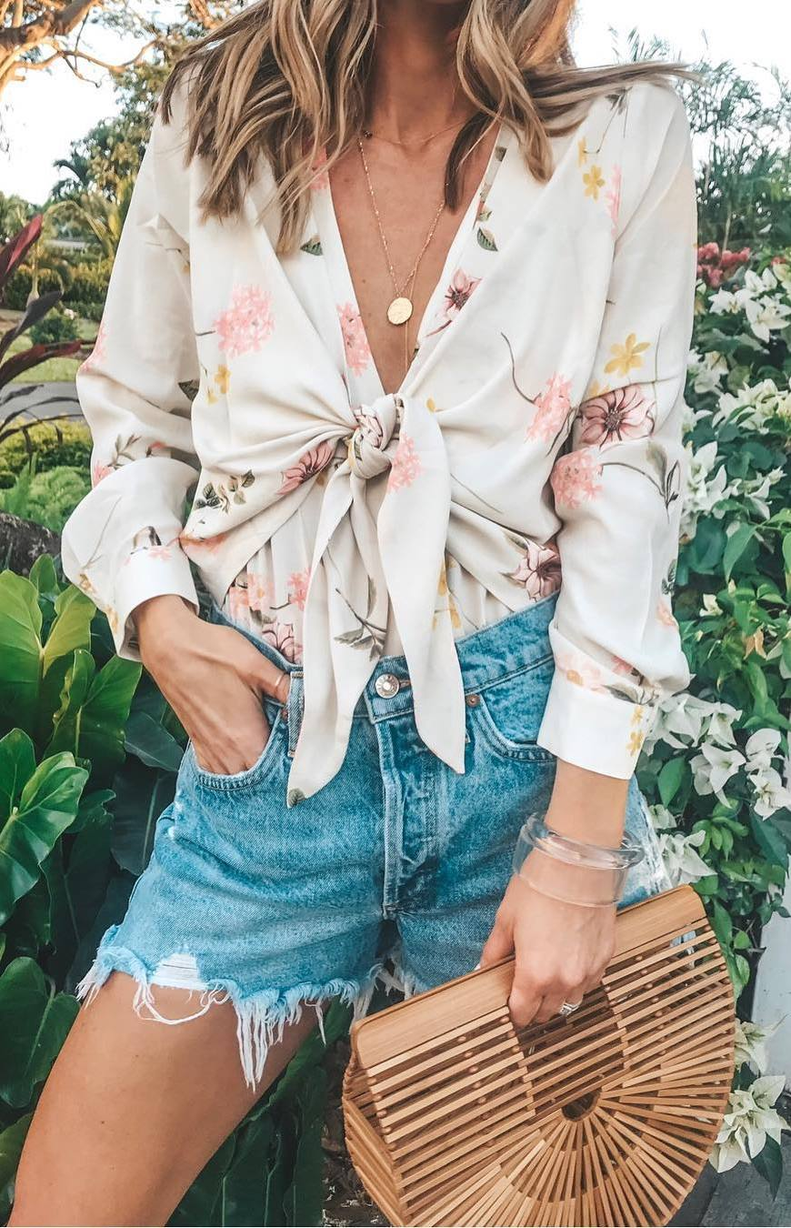 summer outfit idea / floral blouse + bag + denim shorts