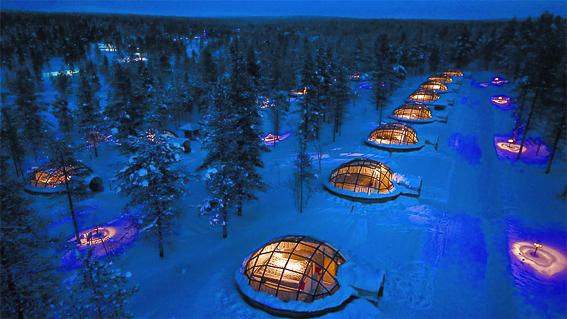Iglús de cristal del hotel Kakslauttanen. Aurora boreal en Finlandia