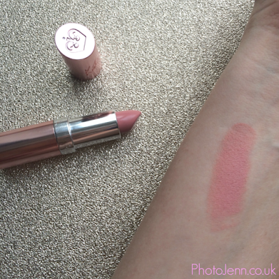 kate-moss-Rimmel-lasting-finish-lipstick-54-rock-n-roll-nude-swatch