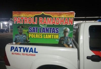 Unik, Satlantas Polres Lampung Timur Patroli Bangunkan Sahur