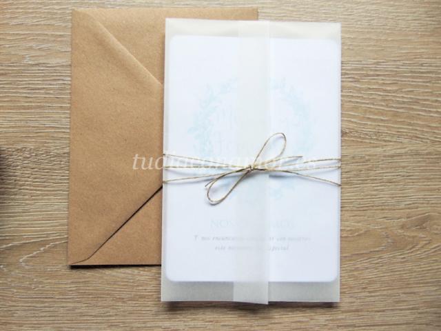 El papel vegetal o de cebolla le confiere un toque muy bonito y elegante a las invitaciones de boda