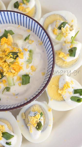 Αυγά Βραστά με Σως Τυριού