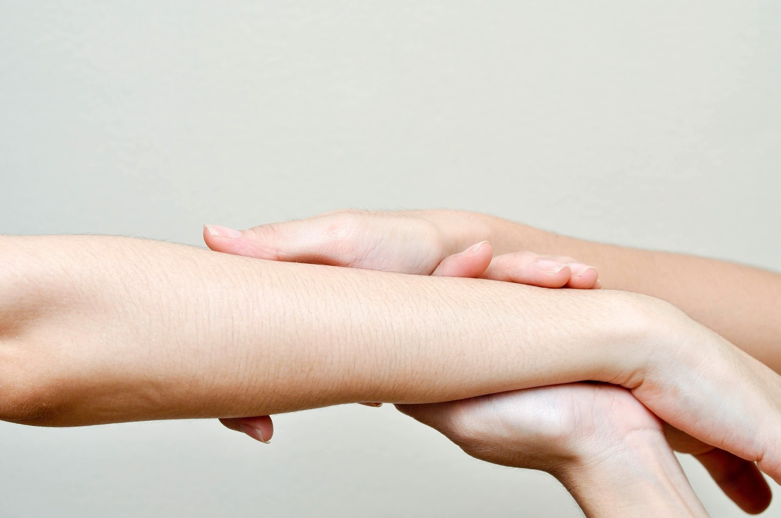 Menjadi anggun ialah dambaan dari semua perempuan di seluruh dunia Cara Memutihkan Kulit Wajah, Tangan, dan Kaki Secara Alami