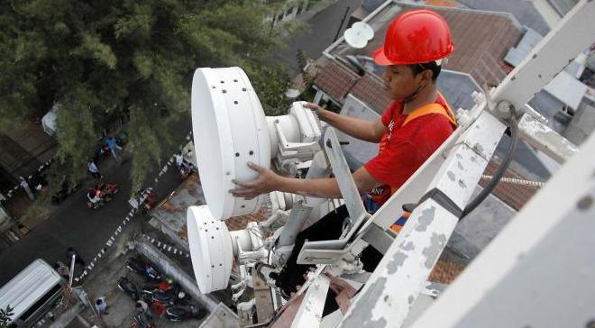 Empat operator ingin mendompleng jaringan Telkom agar untung lebih banyak