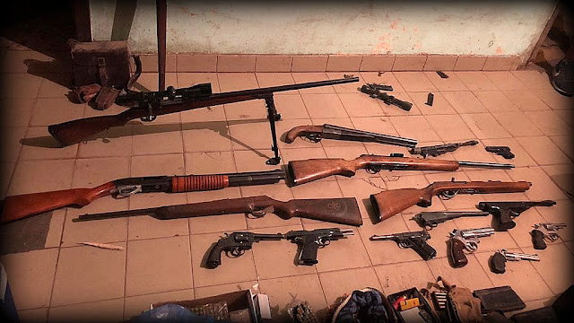 Los descubren en Burzaco con un arsenal en su casa después de atropellar a un hombre y fugarse