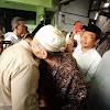 Bisikan Mesra Mbah Moen Pada Prabowo