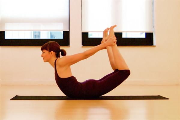 Bí quyết cho đôi chân khỏe đẹp chỉ với 3 tư thế yoga