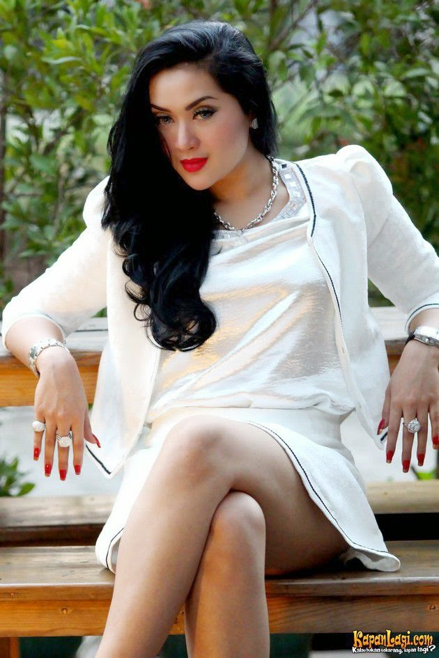 Image result for syahrini kw hot