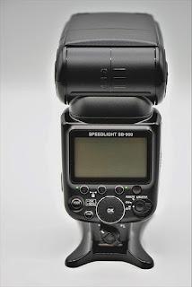 TIPS DAN TRIK: Manfaat FLASH Pada Kamera DSLR