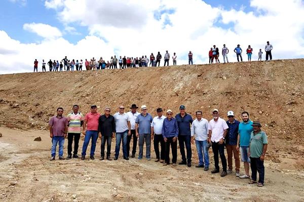 Governo Municipal de Iguaracy, inaugura Barragem no Sítio Sabino com a presença do deputado estadual Waldemar Borges. Confira a matéria: