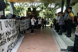 Aksi Demonstrasi di sekretariat DPRD Luwu Utara terkait Bendungan Baliase Luwu Utara