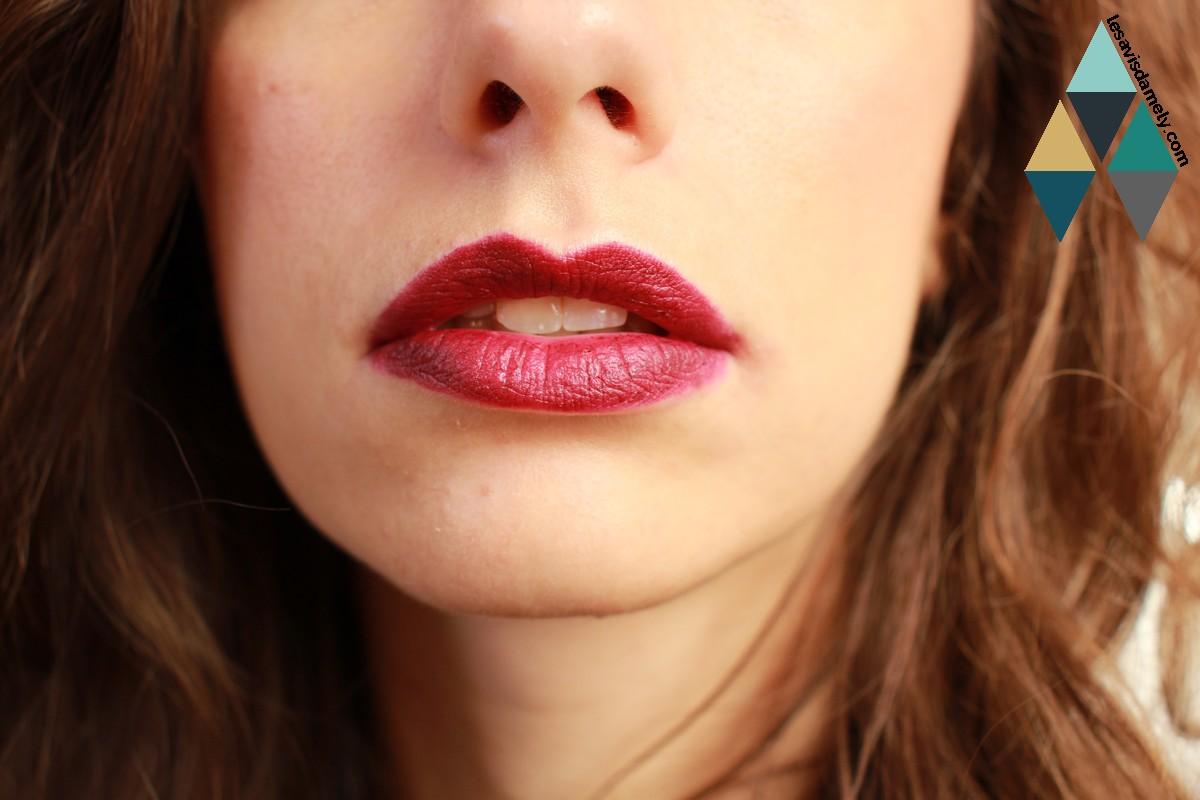 avis et swatches rouges à lèvres mat Bobbi Brown Plum noir