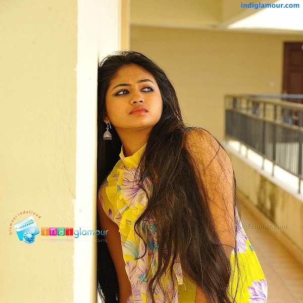Mallu actress Shaalin hot show in sleeveless