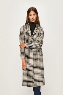 Palton dama cu incheiere cu nasturi