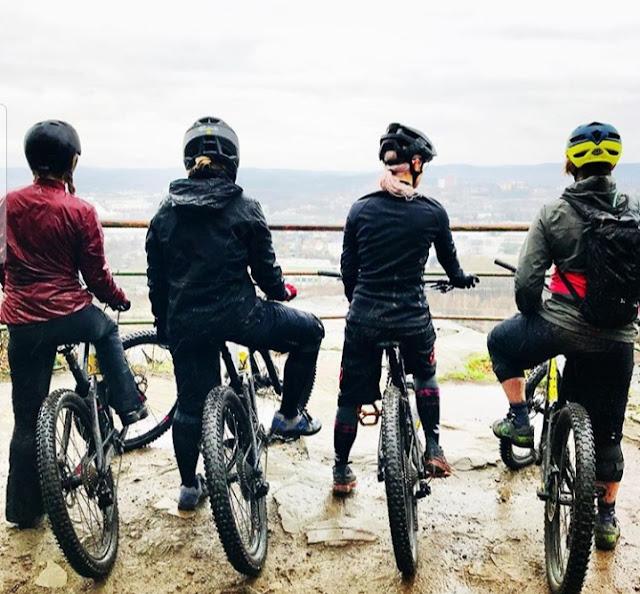 Menjalankan hobi, bersepeda, touring adventure.