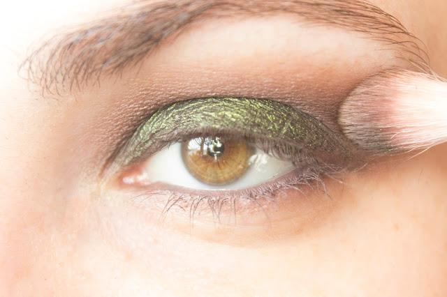 Макияж глаз с зелёным акцентом: шаг 5