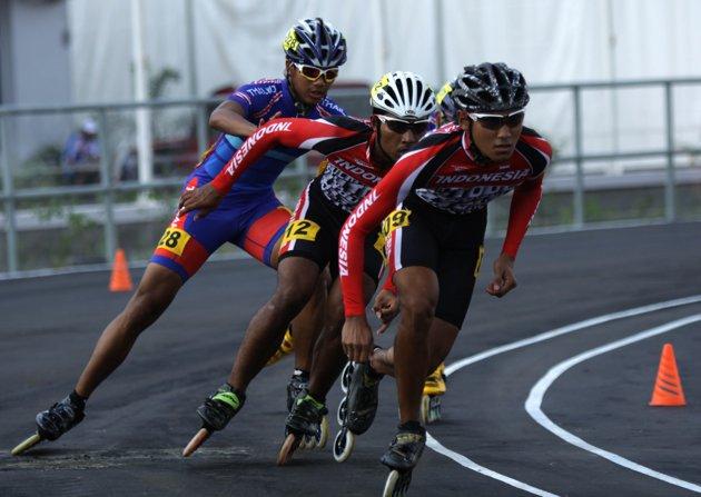 I-Skate.com  Sepatu roda Indonesia sapu bersih medali emas c8fe2d599c