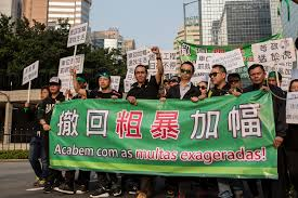 Centenas de pessoas nas ruas de Macau contra aumento das multas de estacionamento