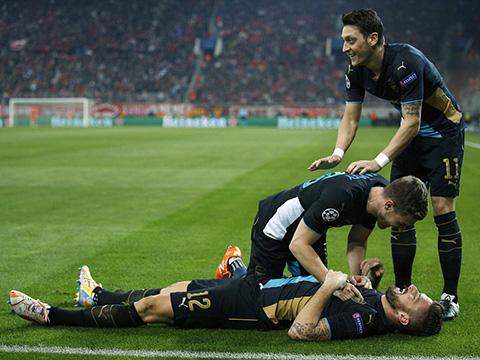 Lượt trận cuối Bảng F Champions League: Arsenal giành vé ngoạn mục, Bayern thắng dễ