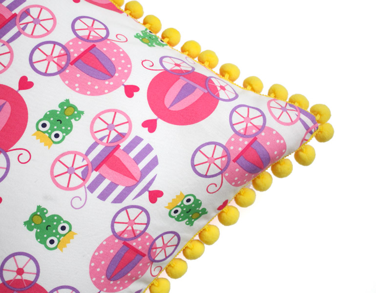 diy pom pom cushion cover with zipper