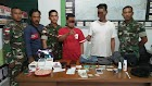 Pengedar narkoba jenis Sabu siap edar diamankan Satgas Pamtas Darat RI-Malaysia Yonif 123/Rajawali