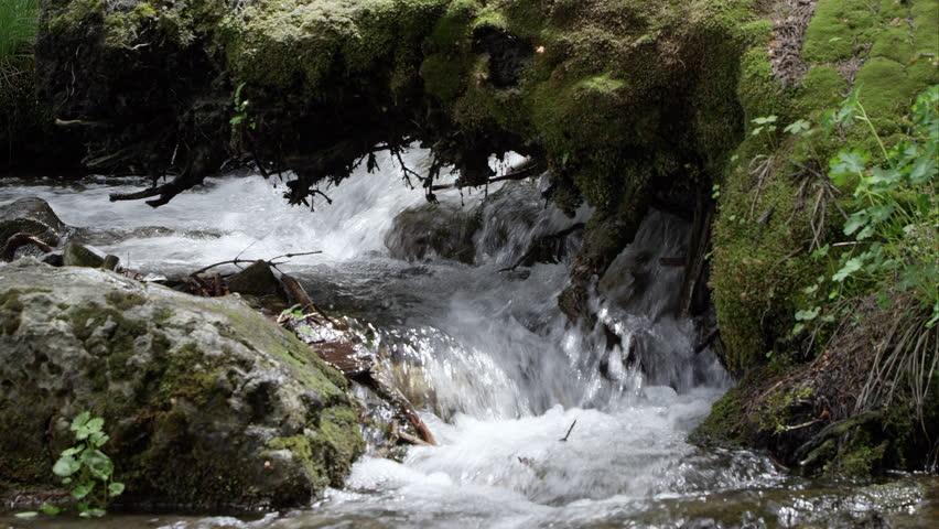 जिंदगी की राहें: नदी सा मेरा सफ़र