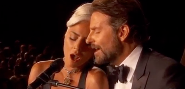#Oscar2019,#Gossip : Is just friendship passing between Bradley Cooper and Lady Gaga ?
