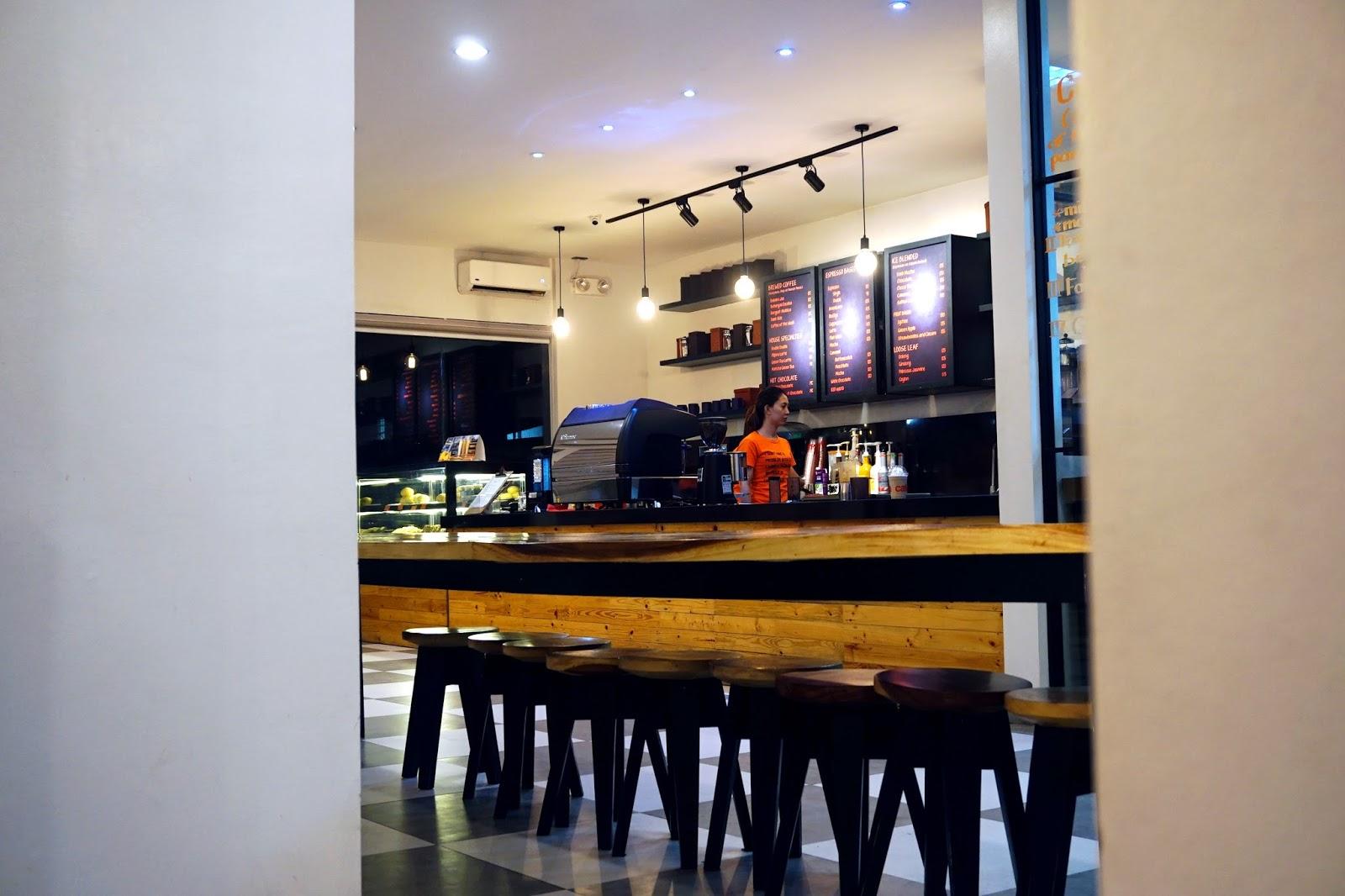 cafe de lipa ayala highway 2