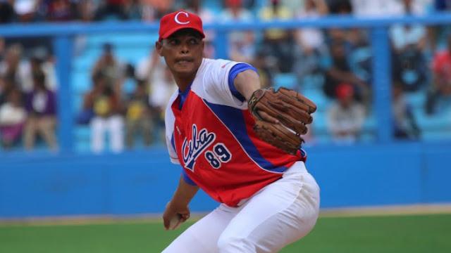 José Ángel García es el único lanzador que ha rebasado la barrera de los 200 rescates en la pelota cubana