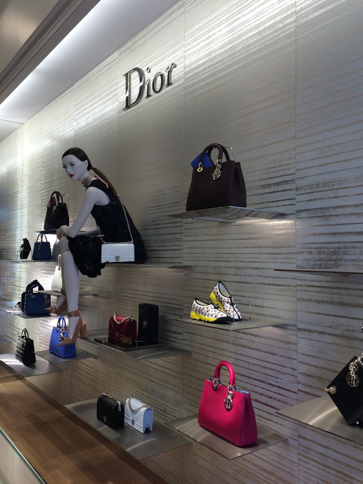 1f5871eb8d3ba A loja é especialmente feminina