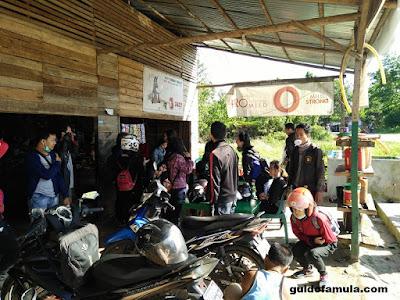 Suasana perjalanan sekitaran anjungan menuju kecamatan mandor