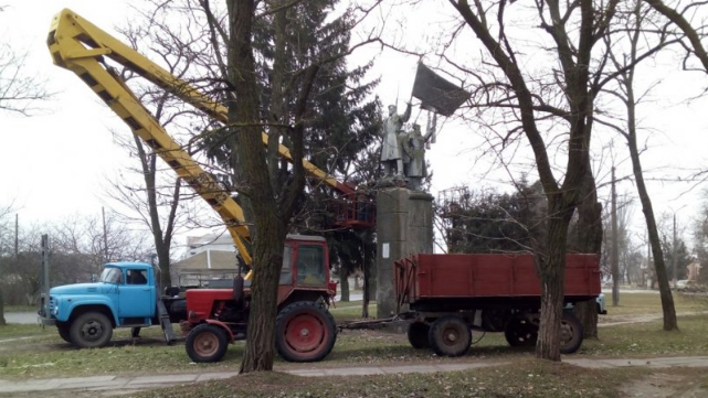 В Очакове из-за неправильного названия снесли монумент «Борцам за Советскую власть»