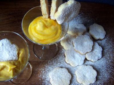 Biscotti friabili e crema al tuorlo sodo