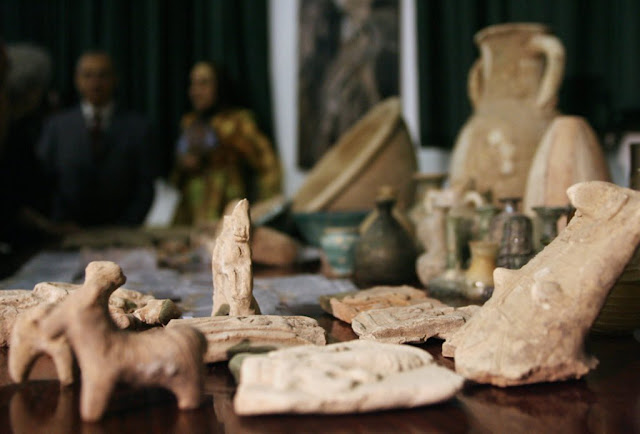 Most antiquities sold online probably looted or fake, report says