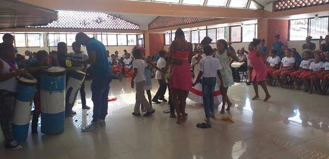 Distrito Educativo 0104 en Cabral  realiza cuarto festival de teatro y danza