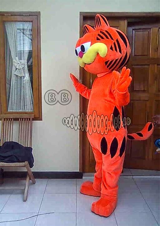 gambar kostum garfield tampak dari samping
