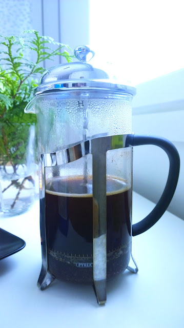 Saippuakuplia olohuoneessa- blogi, kuva Hanna Poikkilehto, Presso pannu, kahvi, brunssi