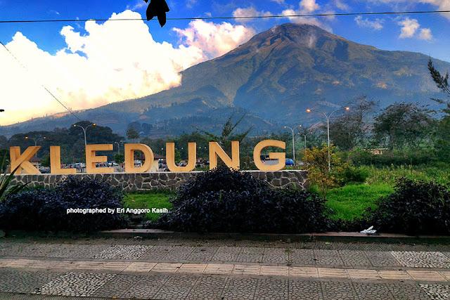 Foto Rest area Kledung yang berada di kaki Gunung Sumbing dan Gunung Sindoro.