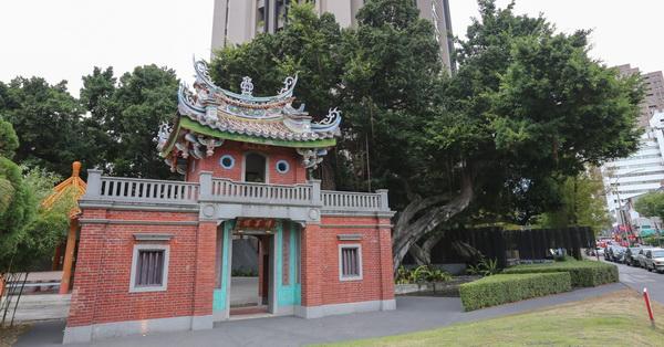 台中北屯市定古蹟積善樓、五棵老榕樹、落羽松