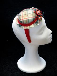 Sombrerito cuadros en verdes, rojos y vainilla
