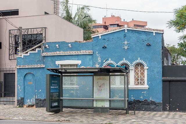 Casa na Alferes Poli, com ornamento de ferro