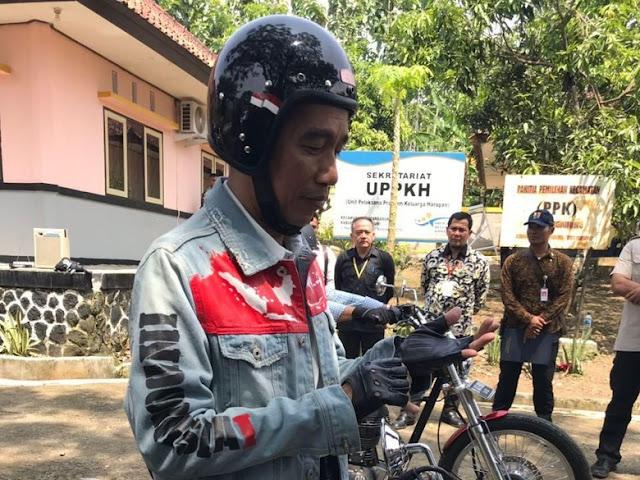 Bikin Merinding! Ini Makna Jaket yang dipakai Jokowi Touring ke Sukabumi