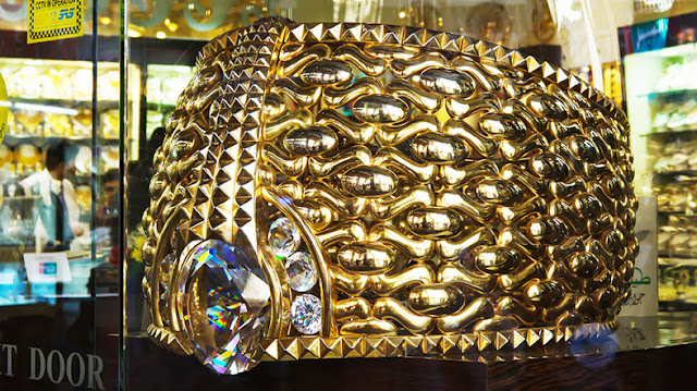anillo de oro dubai