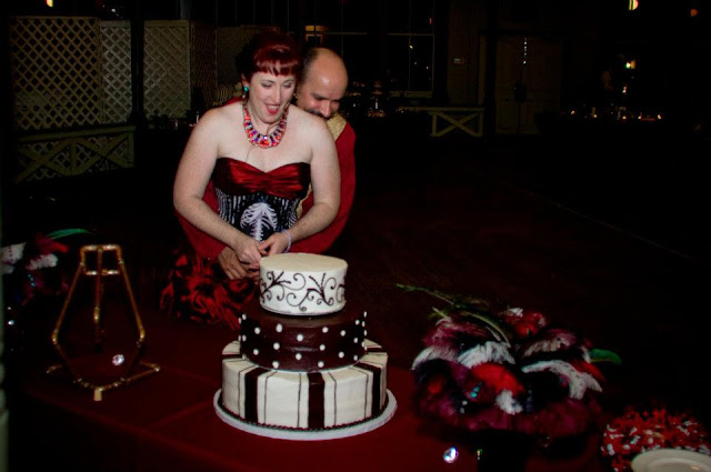 steampunk wedding, steampunk bride and groom, louise black corset, galveston, wedding, garten verein, steampunk wedding reception, julie anne's bakery, wedding cake